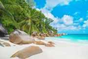 Duschrückwand Tropischer Strand Anse Georgette auf der Insel Praslin, Seychellen